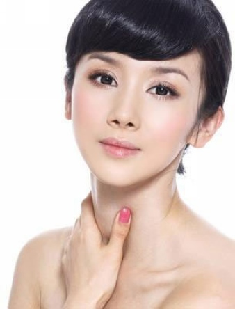 杨幂不打美容针出街爆残 揭秘女明星整容后遗症图片