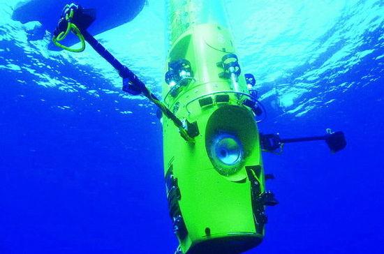 詹姆斯·卡梅隆入万米深海