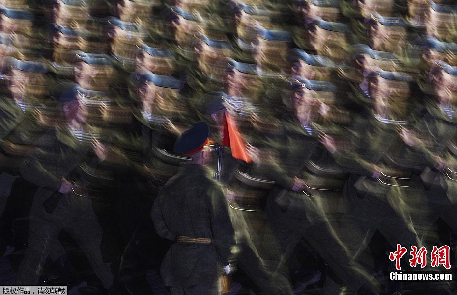 莫斯科红场举行胜利日夜间阅兵彩排