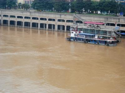 宜宾迎来首次洪峰 战争代理人攻略48小时连涨两层楼淤泥没膝盖