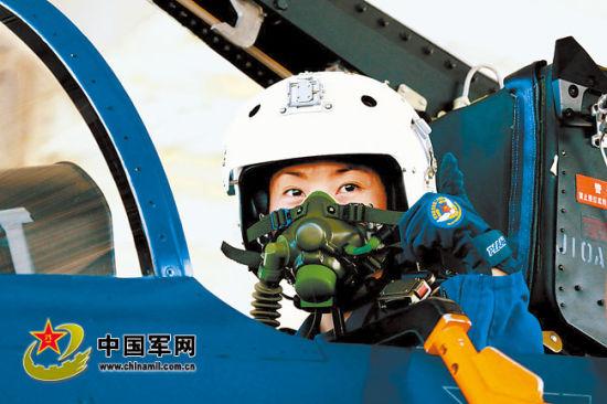 中国空军第一位歼-10战机女飞行员诞生 - 新兵 -