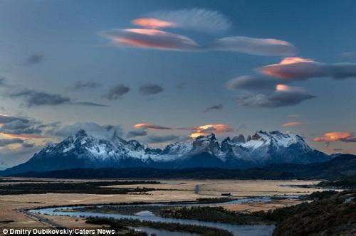 * 大量UFO状物体 惊现智利上空(组图) - UFO外星人资讯-名博 - UFO外星人不明飞行物和平天使2012