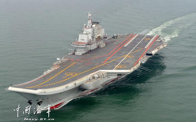 """中国首艘航空母舰""""辽宁舰""""-中国首艘航母命名 辽宁舰 正式交接入列"""