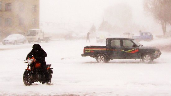 北方多地遭暴雪低温袭击 数省高速公路关闭(图)