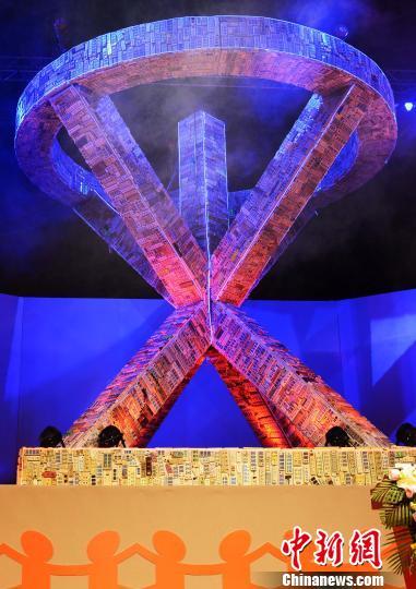 巨型环保消防雕塑亮相广州上万个废旧排插组成