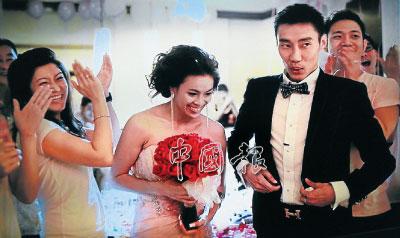 """大马华裔羽毛球""""一哥""""李宗伟大婚遵循华人风俗"""