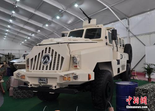 珠海航展展示的CS/VP3型4X4轮式防地雷反伏击车。陈海峰