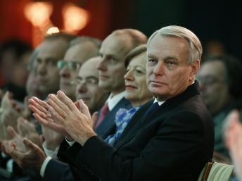 法国总理参加慈善机构冬季活动争取欧盟援助
