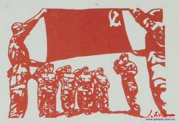 资料图:解放军官兵喜迎十八大的剪纸作品