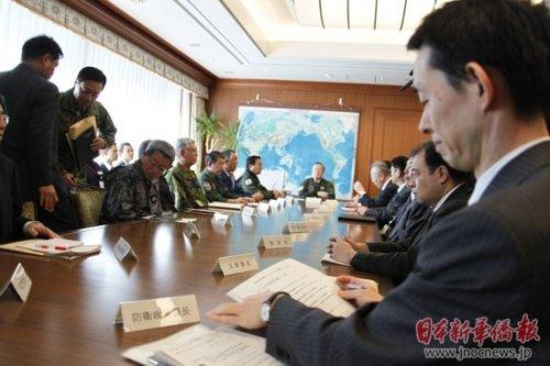 日本防卫口误致朝鲜发射大臣紧张表情(组图)_图卫星包林志玲看好你图片