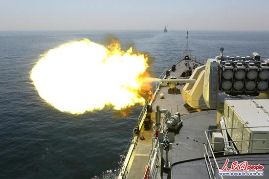 这时,巴基斯坦赛义夫号导弹护卫舰行驶在最前面,终于开炮,让官兵们